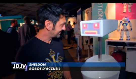 Sheldon le robot d'accueil interviewé par Canal + et le journal du jeu video